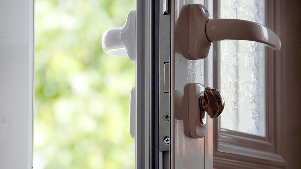 summer-open-door